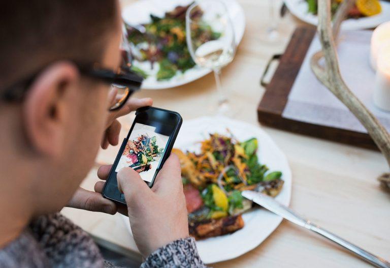 Quay phim ẩm thực bằng điện thoại